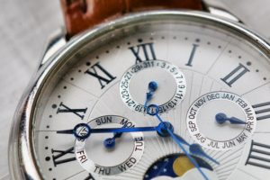 accuracy-analogue-antique-watch-1034063